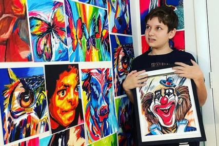 Ne može da govori, ali crtanjem osvaja svijet: Autistični dječak iz Novog Sada slikama oduševio Ameriku (FOTO)