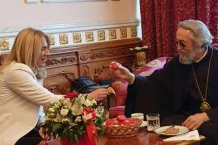 Povodom vaskršnjih praznika: Cvijanovićeva posjetila vladiku Jefrema (FOTO)