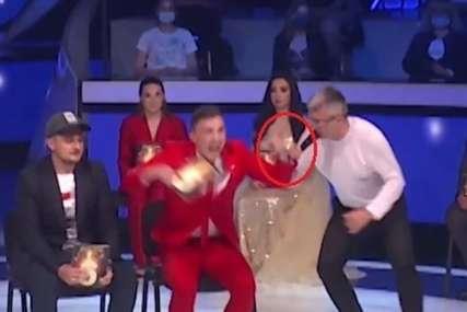 Skočio sa stolice i vrisnuo: Takmičar Zvezda Granda udario Sašu Popovića, POLOMIO MU ZUB (VIDEO)