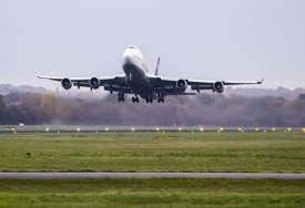 INCIDENT U SLOVENIJI Avion morao da se vrati na pistu nakon udarca u pticu