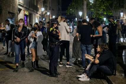 HAOS U BARSELONI Policija prekinula provod više hiljada ljudi u centru grada i na plaži