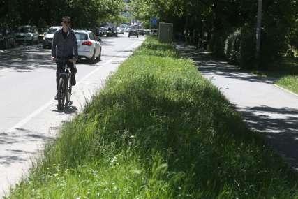NASELJA ZARASLA U TRAVU Budžet i vremenske neprilike usporili košenje zelenih površina u Banjaluci (FOTO)