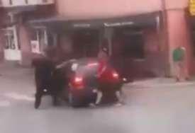 """UHAPŠEN """"VOZAČ-UBICA"""" U punoj brzini uletio uz baštu lokala, jedna osoba preminula od povreda (UZNEMIRUJUĆI VIDEO)"""