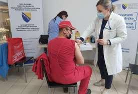 PRIJAVLJENO OKO 300 LJUDI U Brčkom počela vakcinacija zaposlenih u privredi