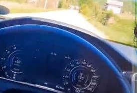 Divljao na putu: Mladić snimao kako vozi automobil skoro 300 kilometara na čas a sve zbog objave na Tik Toku (VIDEO)
