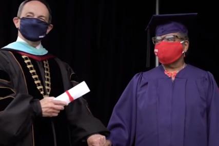Prabaka kao inspiracija: Vivijen završila fakultet u 78 godini