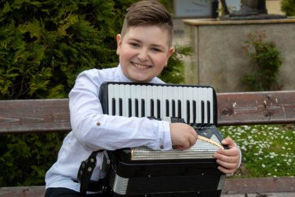 Predstavio Srpsku na najbolji način: Jedanaestogodišnji Đorđe Perić nastavlja da MUZIKOM OSVAJA SVIJET