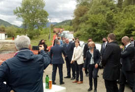 """""""Ovo je u interesu BUDUĆIH GENERACIJA"""" Brnabićeva i Višković položili kamen temeljac za gradnju Hidroelektrane """"Buk Bijela""""  (FOTO)"""