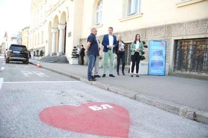 """Od danas u funkciji """"humani parkinzi"""": Prva sakupljena sredstva idu za gradnju kuće porodice Tubonjić (FOTO)"""