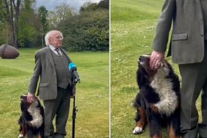 """SNIMAK KOJI POPRAVLJA RASPOLOŽENJE Irski predsjednik držao govor, svu pažnju """"ukrao"""" njegov pas (VIDEO)"""