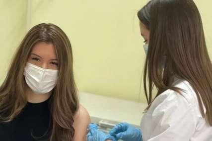 """""""To je jedini način da zaštitimo sebe i druge"""" Kćerka dr Darije Kisić primila vakcinu protiv korona virusa"""