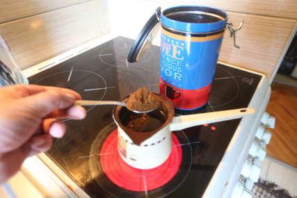 IZBACITE ŠEĆER I MLIJEKO Jedna kašičica ove namirnice u jutarnjoj kafi pomaže u eliminaciji celulita