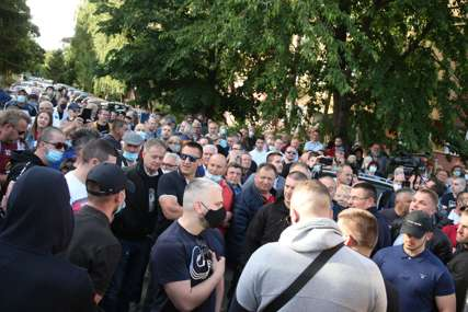 """NAPETO ISPRED """"KAJAK TERASE"""" Stanivuković:  Imamo one koji se bore protiv kriminala i one koji brane kriminal (VIDEO,FOTO)"""