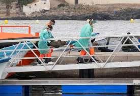 BILA BEZ VODE I HRANE Tinejdžerka preživjela tri sedmice u čamcu na moru
