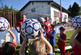 ZA NOVE TALENTE Mozzart donirao opremu omladincima FK Naprijed (FOTO)