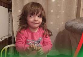 Mala Nina (2) ima tumor oba oka: Ova hrabra djevojčica je na jednom oku potpuno izgubila vid, treba našu pomoć da spase drugo