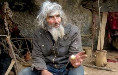 Ljeti živi na drvetu, zimi u pećini, ali ŽELI DA SE VAKCINIŠE: Panta (71) je odmetnik od civilizacije, ali je svjestan opasnosti od korone (VIDEO)