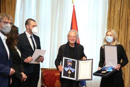 IZ BANJALUKE IDE U ANDRIĆGRAD Nobelovcu Peteru Handkeu uručen Orden Republike Srpske (FOTO)