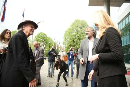 PRIREĐEN VELIKI DOČEK Nobelovac Peter Handke  stigao u Banjaluku (FOTO)
