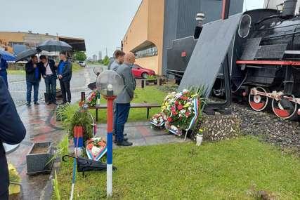 DALI ŽIVOTE ZA SRPSKU U Prijedoru služen pomen za 28 poginulih željezničara
