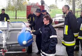 Dva vijeka vatrogasnog staža: U porodici iz Srbije živote spasavaju djeda i roditelji i djeca (FOTO)