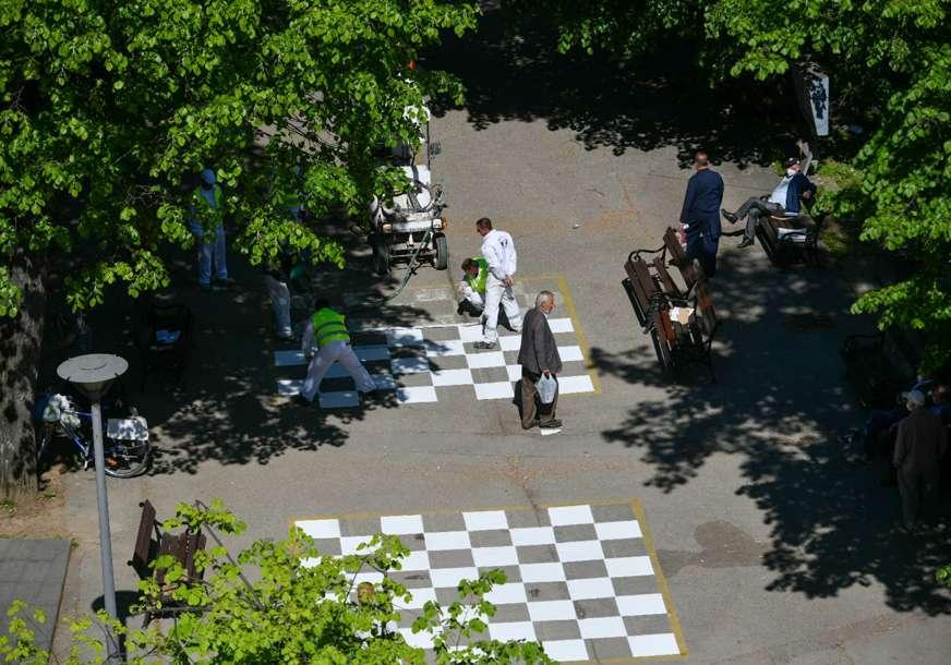 Za ljubitelje šaha: Obnovljena tabla u centru grada