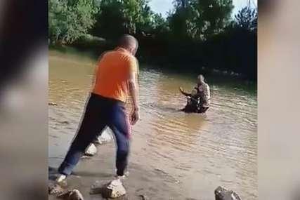"""Radnici uskočili u rijeku da izvuku ženu """"U prvi mah sam pomislio da je u pitanju džak"""" (VIDEO)"""
