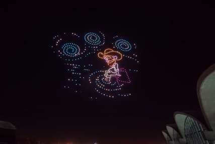 OBOJILI NEBO ZA REKORD Dronovi izveli svjetlosnu predstavu po motivima Van Goga (VIDEO)