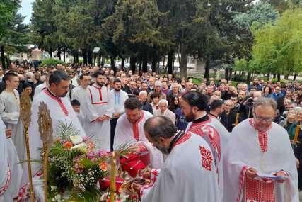 Vaskršnja liturgija u Trebinju: Molitva uz prisustvo velikog broja vjernika (FOTO)