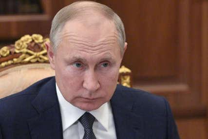 """Šta Putinova palata otkriva o njemu """"Ruski lider nije mačo genije, već ODRASLO DERIŠTE"""" (FOTO)"""
