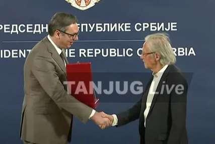 """""""Kada pomislim na Srbiju, vidim Bijelog anđela"""" Handke nakon uručenja Ordena Karađorđeve zvijezde prvog stepena"""