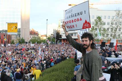 Glas PROTIV VLADE Janeza Janše: Masovni protesti u Ljubljani, okupilo se 40.000 ljudi