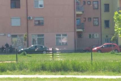 Školski drugovi i komšije u nevjerici: Policija utvrđuje OKOLNOSTI PADA tinejdžerke s petog sprata zgrade u Bijeljini