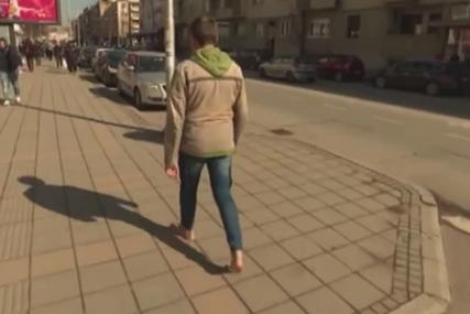 Aleksandar već čitavu deceniju hoda bez cipela: Bos ide i po snijegu i kiši gdje god može (VIDEO)