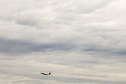 Bombe nema, ali potraga se nastavlja: Policija pregledala avion koji je iz Praga letio u Split