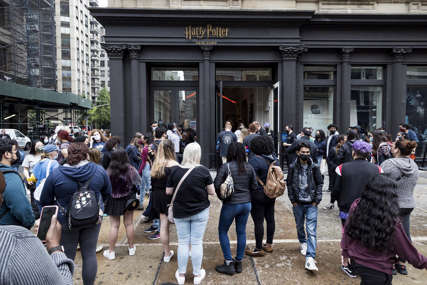 FANOVI U TRANSU U Njujorku otvorena najveća prodavnica posvećena Hari Poteru
