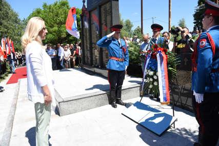 """Obilježavanje 29 godina od operacije """"Koridor"""" : Položeni vijenci na spomenik stradalim vojnicima"""