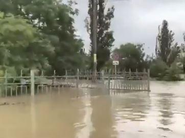 U operacijama učestvuje 21.000 ljudi: Vojska da pomogne u otklanjanju posljedica poplava u Krimu