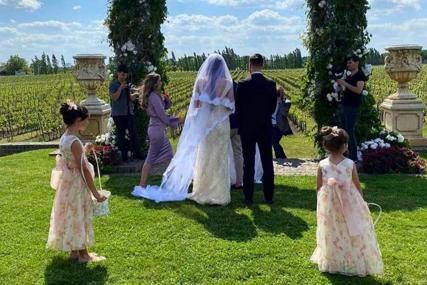 OŽENIO SE UNUK ŠABANA ŠAULIĆA Trudna Aleksandra blista u vjenčanici, mladenci ne skidaju osmijeh sa lica na intimnoj proslavi