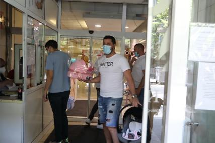 Korpa za bebu i ruke pune medvjedića: Marko Miljković došao u bolnicu po Lunu i Miu