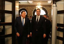 OD VUČIĆA DO NJUJORKA Hoće li brojne političke i diplomatske aktivnosti preokrenuti tok krize u BiH
