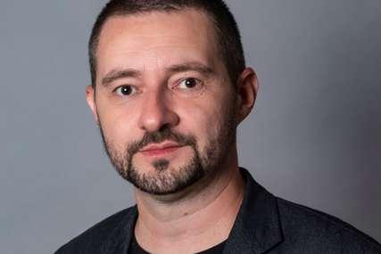 """Ninoslav Mitrović o romanu """"Vrapci u oluji"""": Priča o običnom čovjeku u poslijeratnom periodu"""