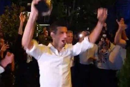 """""""VESELI SE, SRPSKI RODE"""" Ekskluzivni snimci Noleta na proslavi u Beogradu, himna se orila, vatromet obasjao nebo (VIDEO)"""