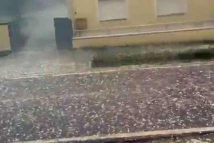 Padao grad veličine oraha: Nevrijeme u Hrvatskoj pričinilo štetu na krovovima i automobilima