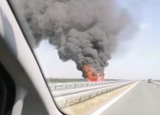 """""""Učinili su sve što su mogli"""" Autobus potpuno izgorio u blizini Lovćenca (VIDEO)"""