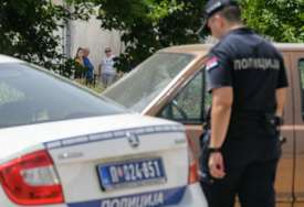 Tinejdžer ušao kroz terasu u kuću starice (78): Uz prijetnju nožem je POLNO UZNEMIRAVAO i pokušao da je opljačka