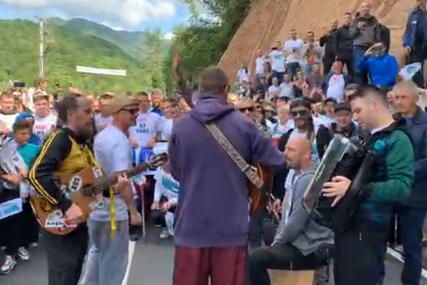 Mještani ne daju HE na Neretvici: Zaustavili mašine, a podršku protestima pružili i članovi benda Dubioza kolektiv (VIDEO)