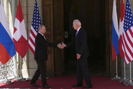 """""""Slijedi nekoliko sati napetosti"""" Bajden i Putin se sastali u Ženevi, kratko se rukovali i ušli u vilu (VIDEO)"""