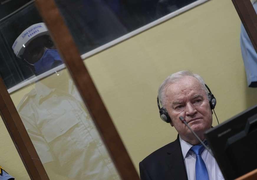 DRAMATIČAN TRENUTAK Ovako je reagovao Ratko Mladić kada mu saopšteno da je definitivno osuđen na doživotnu robiju (VIDEO)