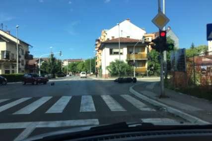 SAOBRAĆAJKA U BANJALUCI U sudaru vozila i motora povrijeđen motociklista (FOTO)